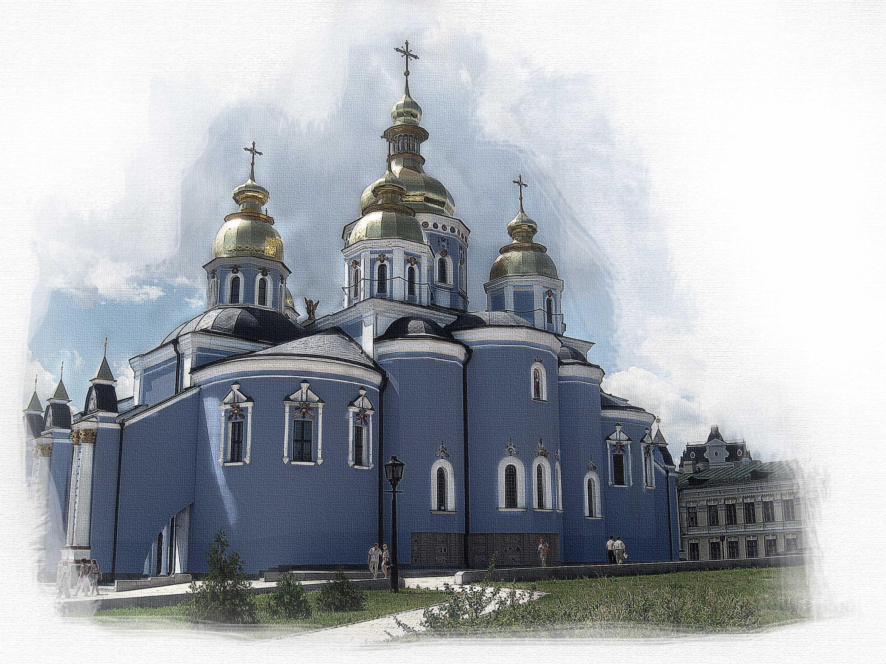 Церковь. открытка, букеты белых роз