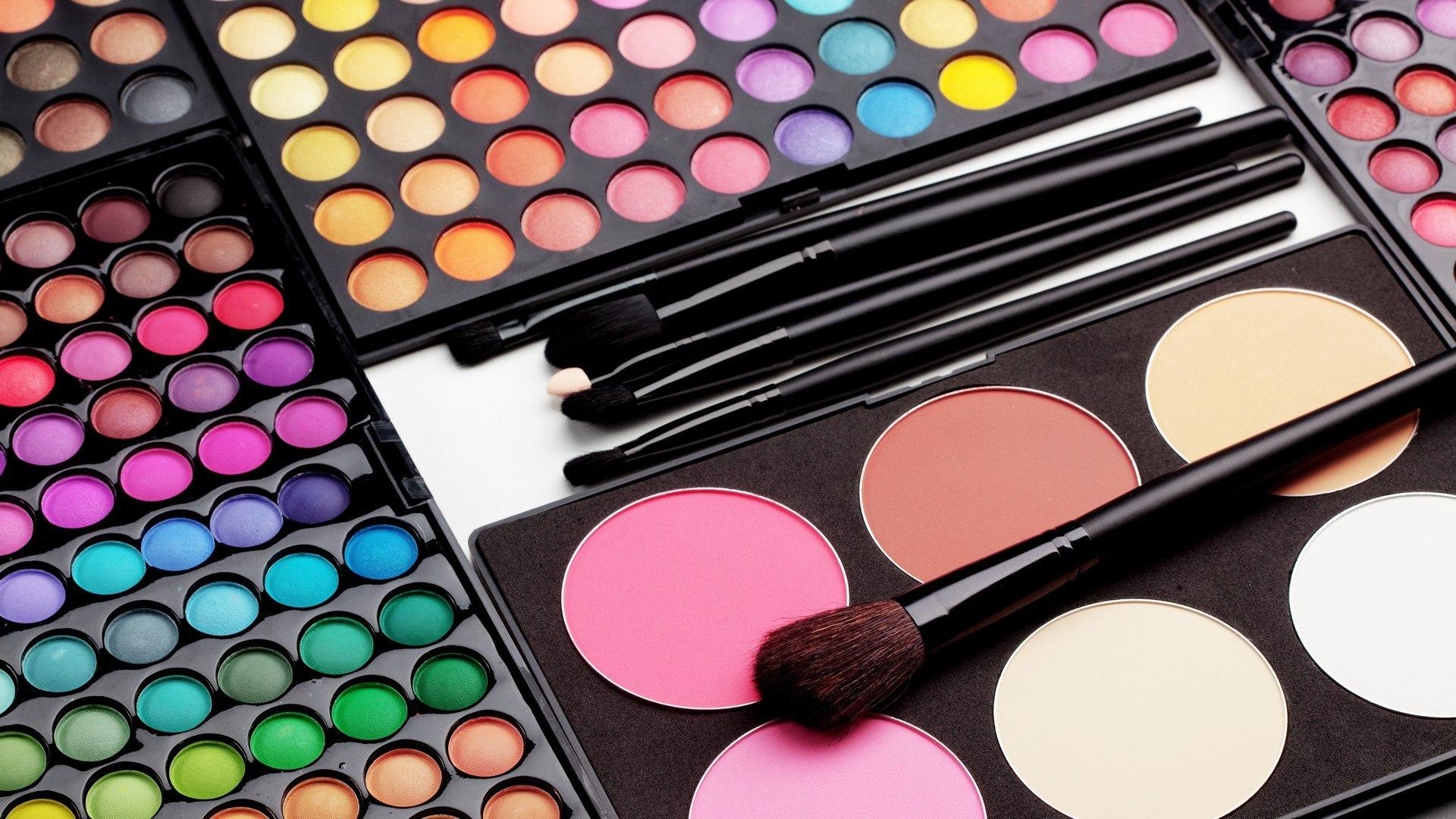 Косметика для профессионального макияжа и грима